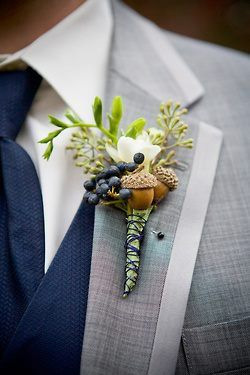 Fall-themed boutonniere | Via Brides